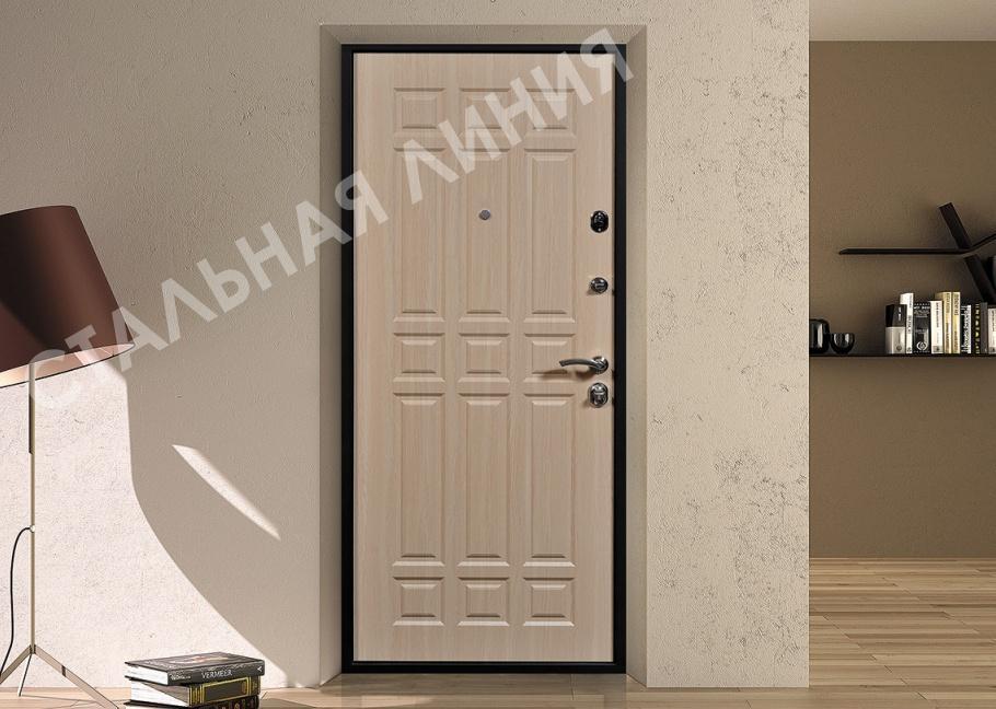 Входные двери в квартиру светлые